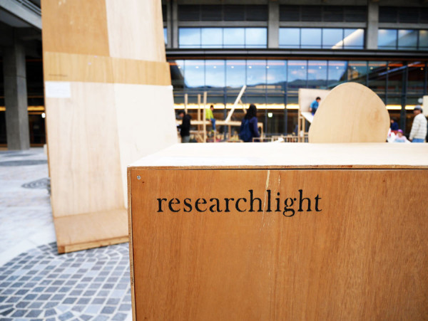 researchlight_007